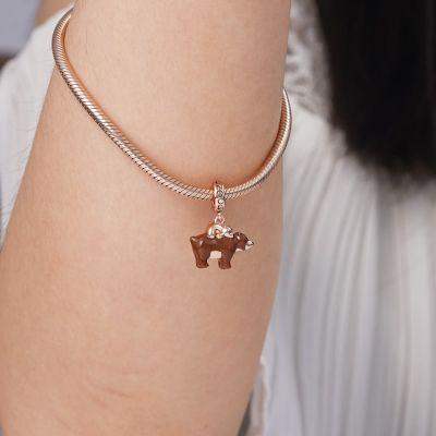 Mutter Bär trägt Baby Anhänger