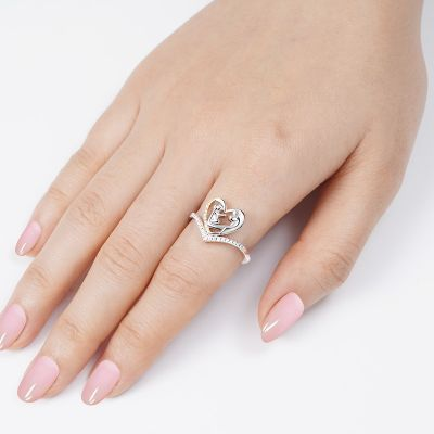 Mom umarmt Baby V Ring